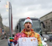 У нас новая «роль» — олимпийский факелоносец. УрАААААА!)